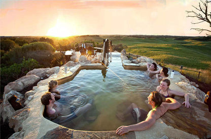 露天温泉泳池